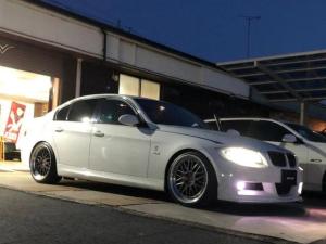 BMW 3シリーズ 325iMスポーツ直6左H BBS19 前後ブレンボ 車高調 左H 直6 AWRON・DGAゲージ BBS鍛造LM19 前/後ブレンボキャリパー 車高調 GPSレーダー 車検対応アーキュレーマフラー  フロントスポイラー&フリッパー 純正HDDナビ サンルーフ