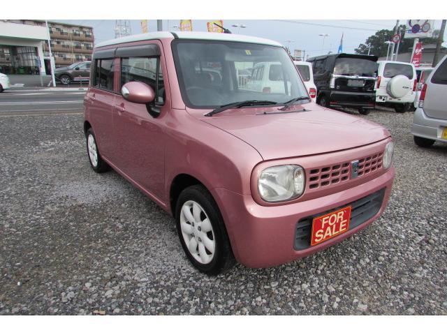 ピンク/ホワイトのお洒落なラパンが入庫しました。 綺麗な車両です。スマートキー、社外オーディオ付き。禁煙車です。