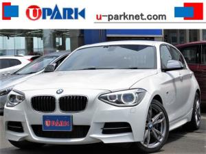 BMW 1シリーズ M135i iDriveナビ・Bカメラ・Cソナー・HIDライト・スマキー・パドルシフト・18AW・ETC・AUX・USB・BTオーディオ・アイドリングストップ・本革ステア・ミラーウィンカー・記録簿
