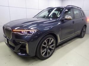 BMW X7 M50i アクティブクルーズコントロール ヘッドアップディスプレイ コーヒーブラックレザーシート ガラスサンルーフ 22インチアロイホイール Mスポーツブレーキ 正規認定中古車