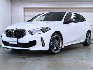 BMW 1シリーズ M135i xDrive 赤革 デビューパッケージ アダプティブMサスペンション ビジョンパッケージ ヘッドアップディスプレイ Hi-Fi 18AW