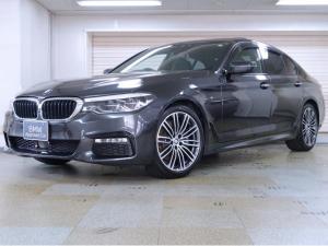 BMW 5シリーズ 530i Mスポーツ 黒革 コンフォートパッケージ 電動ガラスサンルーフ Fアクティブベンチレーションシート ヘッドアップディスプレイ ソフトクローズドア 19AW