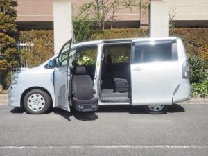 トヨタ ヴォクシー 福祉車両 X Lエディション 8人乗り 助手席サイドアップ