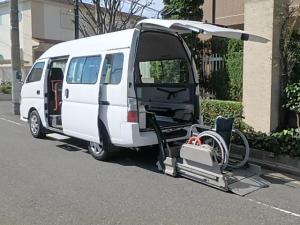 日産 キャラバンバス  福祉車両 チェアキャブ車 車椅子2名電動固定 10名乗車 リヤーリフト オートステップ  8ナンバー車椅子移動車  ダブルエアコン付き 福祉タクシー介護タクシー登録可能 減免申請
