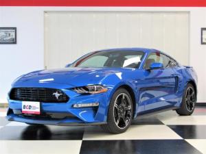 フォード マスタング GT Premium カリフォルニアスペシャル 6速マニュアル車両 401A 専用ロゴ入レザー×アルカンターラコンビシート 専用19インチAW