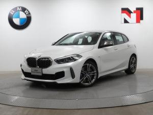 BMW 1シリーズ M135i xDrive 18インチAW アクティブクルーズコントロール パドルシフト Rカメラ FRセンサー LED 衝突軽減 車線逸脱 USB ヘッドアップディスプレイ フロントシートヒーター