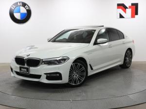 BMW 5シリーズ 530e Mスポーツアイパフォーマンス 19インチAW 電動ガラスサンルーフ アクティブクルーズコントロール パドルシフト 全周囲カメラ FRセンサー アダプティブLED 衝突軽減 車線逸脱 USB