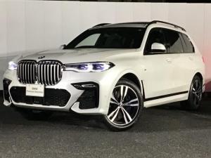 BMW X7 xDrive 35d Mスポーツ コンフォートシート ブラックレザーシート アクティブクルーズコントロール ガラスワイドサンルーフ ヘッドアップディスプレイ マルチ液晶メーター 21インチAW ETC ハーマンカードン 禁煙車