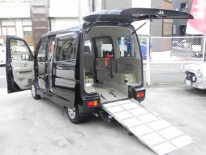 ダイハツ アトレーワゴン 黒ターボ車 スローパー 補助シート付4人乗 ナビ 固定ベルト