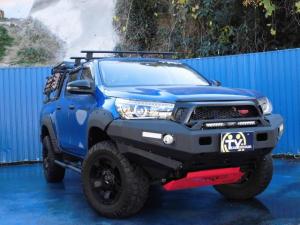 トヨタ ハイラックス X ダブルキャブ 4WD TRDフロントグリル TRD-Fバンパーカバー TRDドアハンドルPテクター TRDシフトノブ TRDアンダーカバー TRDドアバイザー LEDヘッドランプ ETC バックカメラ