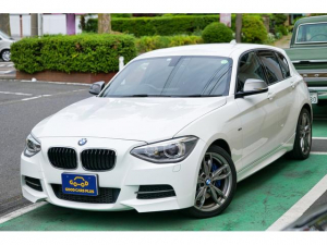 BMW 1シリーズ M135i ワンオーナー 禁煙 純正ナビ バックカメラ 3.0直列6気筒ターボ 320ps パドルシフトコンフォートアクセス 18インチMライトダブルスポークスタイリング ETCミラーミラー
