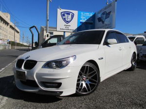BMW 5シリーズ 530i エナジーコンプリート 本革シート 純正ナビ DVD 社外TV バックモニター ETC 19インチアルミ 4本出しマフラー プッシュスタート 社外セキュリティ&スマートキー シートヒーター