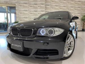 BMW 1シリーズ 135i Mスポーツ/6速MT/サンルーフ/赤革シート/シートヒーター/電動シート/禁煙/純正HDDナビ/純正18インチアルミ/BMWロゴ入りブレーキキャリパー/HIDヘッドライト/ミラーレスETC