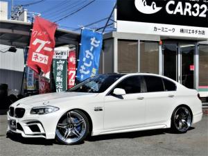 BMW 5シリーズ 550i ユーザー買取直販/エナジーモーターコンプリート/ローダウン/エナジー21インチアルミ/フルエアロ/4本出しマフラー/コンフォートアクセス/黒本革シート/シートヒーター/HDDナビ/バックカメラ