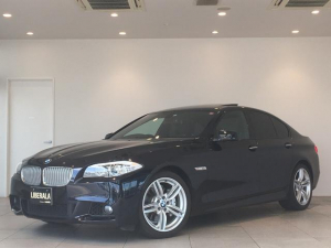 BMW 5シリーズ アクティブハイブリッド5 サンルーフ 黒レザーシート バックカメラ  コンフォートアクセス ターボ クルーズコントロール パドルシフト パワーシート  純正アルミホイール コーナーセンサー オートライト
