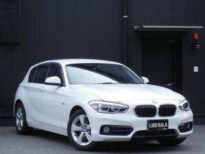 BMW 1シリーズ 118i スポーツ 1オーナー コンフォートPKG パーキングサポートPKG Bカメラ/予測進路表示機能付 PDC HDDナビ/AUX/USB/BT ETC オートライト LED シートヒーター 純正AW  スマートキー