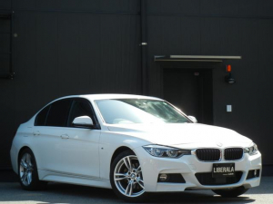 BMW 3シリーズ 320d Mスポーツ インテリジェントS/衝突軽減/LDW/LCW PDC ACC パドルシフト オートライト/LED Pシート コンフォートA ナビ/DVD/CD/USB/AUX/BT Bカメラ ETC 純18インチAW