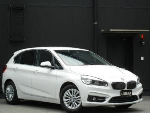 BMW 2シリーズ 218iアクティブツアラー ラグジュアリー 黒革/ヒーター/Pシート コンフォートA インテリジェントS HDDナビ/DVD/CD/USB/AUX/BT Bカメラ 純正16インチアルミ パドルシフト オートライト/LED ETC スペアキー有