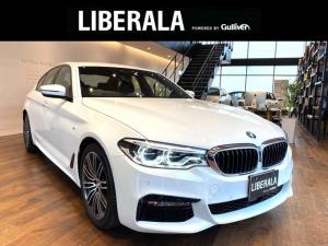 BMW 5シリーズ 523d Mスポーツ アダクティブクルーズコントロール/ヘッドアップディスプレイ/ディスプレイキー/360°全方位カメラ/BMWアファプティブLEDライト/フルセグTV/保証書/取扱説明書/記録簿