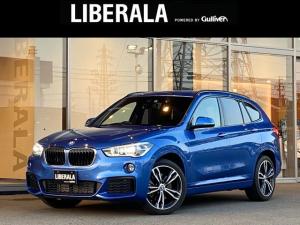 BMW X1 xDrive 20i Mスポーツ エストリルブルー ACC ヘッドアップディスプレイ インテリセーフティ コンフォートアクセス 前後コーナーセンサ LED フォグ 後席スライド パワーバックドア 純正19インチAW スペアキー 保・取