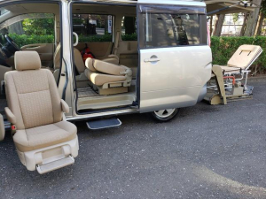 日産 セレナ 車椅子リフト/助手席電動回転昇降ムービングシートウェルキャブ