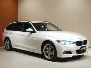 BMW 3シリーズ 320i xDriveツーリング Mスポーツ ACC HUD 衝突軽減ブレーキ 車線逸脱警告 車線変更警告 HDDナビ フルセグTV トップビューカメラ コンフォートアクセス パワーバックドア パワーシート パドルシフト 前後PDC LCIモデル