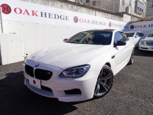 BMW M6 グランクーペ アクラポビッチマフラー M Performanceカーボンリアディフューザー ブラックキドニーグリル カーボンミラーカバー カーボンリアスポイラー カーボンセラミックブレーキ GruppeMラムエア