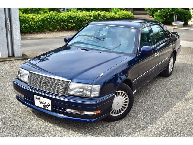 珍しい紺色ワントーンの15クラウン入庫しました! 今の車には無いピラードハードトップです!セダンらしいカッコイイ形です!