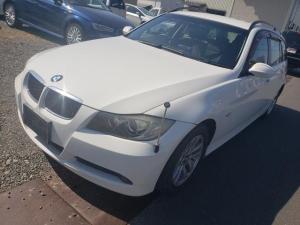 BMW 3シリーズ 320iツーリング 社外ナビ・パワーシート・ETC・キーレス