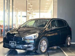 BMW 2シリーズ 218iアクティブツアラー ラグジュアリー ブラックレザーシート アクティブクルーズコントロール ブラックキドニーグリル ヘッドアップディスプレイ 後期モデル 電動リアゲート LEDヘッドライト シートヒーター パーキングアシスト 禁煙車