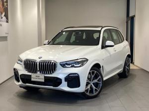 BMW X5 xDrive 35d Mスポーツ サンルーフ エアサス 21インチAW ブラックレザーシート ハーマンカードンスピーカー 弊社デモカー アクティブクルーズコントロール レーンアシスト 地デジ トップビューカメラ 全方位センサー