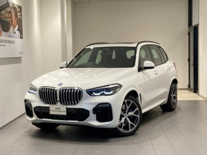 BMW X5 xDrive 35d Mスポーツ サンルーフ エアサス 弊社デモカー アクティブクルーズコントロール トップビューカメラ ヘッドアップディスプレイ 地デジ 21インチAW LEDヘッドライト 4ゾーンエアコン パーキングアシスト