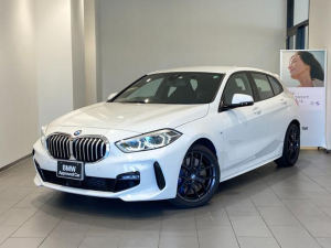 BMW 1シリーズ 118i Mスポーツ Mブレーキ 弊社デモンストレーションカー 禁煙車 Mスポーツシート ブラックホイール アクティブクルーズコントロール パーキングアシスト 電動リアゲート 18インチAW 衝突被害軽減ブレーキ