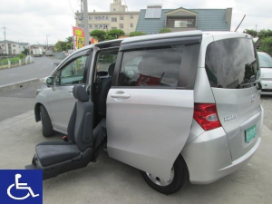 ホンダ フリード X 福祉車両 左後席電動スライドアップシート ナビ Bカメラ