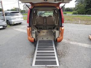 日産 セレナ 20S チェアキャブ スロープ付車 車椅子固定装置 乗車定員8人乗り インテリキー スペアキー 社外アルミ タイヤ5分山 社外ナビ 地デジ ETC