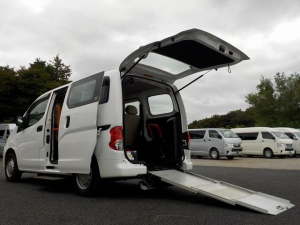 日産 NV200バネットバン リアスロープ 6人乗り仕様