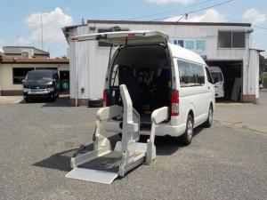 トヨタ ハイエースバン ウェルキャブBタイプ 8人+車椅子2脚
