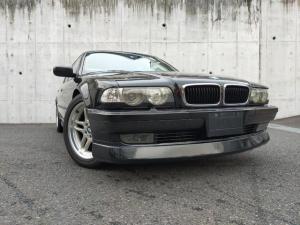 BMW 7シリーズ 735i Mスポーツ ガラスサンルーフ・専用18インチアルミホイール・専用アルカンターラハーフレザーシート・シートヒーター・社外フロントリップスポイラー・CCFLイカリング