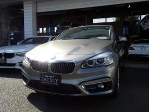 BMW 2シリーズ 218iアクティブツアラー ラグジュアリー ディーラー下取車 パーキングサポートPKG アイボリーレザー DVD Mサーバー ブルートゥース バックカメラ リアPDC LEDヘッドライト シートヒーター パワーリアゲート 記録簿 1年保証