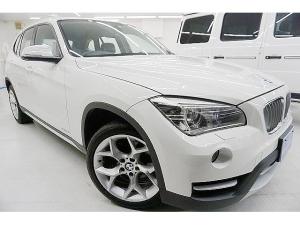 BMW X1 xDrive 28i xライン 4WD・ターボ245馬力 後期型 純正8.8型ナビ コンフォートアクセス 電動半革シート 18アルミ LEDイルミ付HID シルバーエクステリア アイストップ 8AT ディーラー点検済 1オーナー禁煙