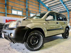 日産 エクストレイル S 4WD 純正アッシュカーキ 点検記録簿19枚 マットスチール デューラーMT新品装着
