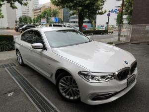 BMW 5シリーズ 523d ラグジュアリー 正規ディーラー下取車 1オーナー 禁煙車 正規ディーラー記録簿2枚有り ガレージ保管車 ボディーコーテング施工歴有り 車検整備付き 24000キロ 黒革 HDDナビTV 全周囲カメラ 3面フィルム貼り