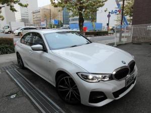 BMW 3シリーズ 320i Mスポーツ デビューパッケージ 正規ディーラー入庫車 禁煙車 新車保証継承 7500キロ 黒革シートヒーター サンルーフ HDDナビ バックカメラ 前後センサー ACC クルコン 電動ゲート 19インチアルミ