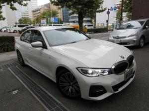 BMW 3シリーズ 320i Mスポーツ 正規ディーラー入庫車 禁煙車 正規ディーラー記録簿完備 新車保証継承 9000キロ 黒半革シートヒーター HDDナビ バックカメラ 前後センサー ACC クルコン 電動ゲート