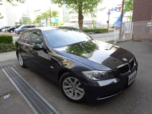BMW 3シリーズ 320i ハイラインパッケージ 正規ディーラー下取車 禁煙車 全正規ディーラー記録簿11枚完備 ガレージ保管車 黒革シートヒーター ナビ 地デジTV コンフォートアクセス スペアキー 3面フィルム貼 キセノン ETC CD 16AW