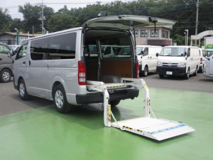 トヨタ ハイエースバン 2.0ガソリン車 5ドア DX リフト付き 6人乗り