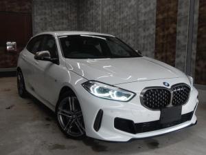BMW 1シリーズ M135i xDrive ヘキサゴナルLEDヘッドライト キドニー・グリル 8速ATフル4WD