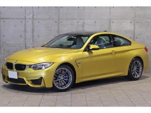 BMW M4 M4クーペ MDCT 3.0L直6ツインターボ シルバーストーンレザー カーボンルーフパネル アクティブMデフ スポーツサスペンション ヘッドアップディスプレイ シートヒーター ドライビングアシスト 鍛造18AW
