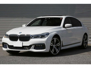 BMW 7シリーズ 740eアイパフォーマンス Mスポーツ リアコンフォートP リアエンタメ リアコンフォートシート 黒革 シートヒータークーラー レーザーライト OP20AW ドライビングアシストプラス ヘッドアップディスプレイ harman/kardon