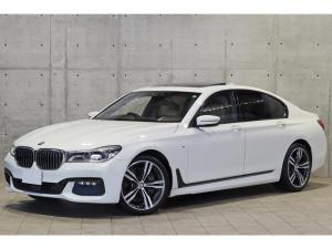 BMW 7シリーズ 750i Mスポーツ 白革シート アルカンターラルーフライ二ング サンルーフ BMWレーザーライト 20インチAW HUD ACC 3Dビュー シートヒーター&ベンチレーション ハーマンカードン レーンチェンジウォー二ング
